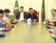 لاہور: ایڈیشنل ڈپٹی کمشنر جنرل راؤ امتیاز پولیو مہم کے حوالے سے اجلاس ..
