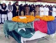 پشاور: کوئٹہ بم دھماکے میں شہید ہونیوالے ڈی پی او ساجد مہمند کی نماز ..