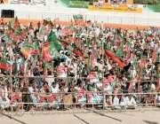 کوئٹہ: پاکستان تحریک انصاف کے جلسہ میں شرکت کے لیے آنیوالے کارکن ایوب ..
