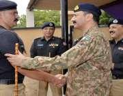 کراچی: کور کمانڈر کراچی لیفٹیننٹ جنرل شاہد بیگ ملیر گریژن میں پاک فوج ..