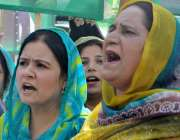 راولپنڈی: پانامہ کیس کے فیصلے کے بعد لیگی کارکن وزیر اعظم نواز شریف ..
