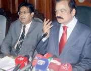 لاہور: صوبائی وزیر قانون رانا ثناء اللہ خان پریس کانفرنس سے خطاب کر ..