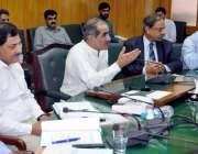 لاہور: وفاقی وزیر ریلوے خواجہ سعد رفیق ریلوے ہیڈ کوارٹرز میں اعلیٰ ..