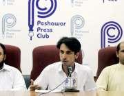 پشاور: پاکستان فارمسٹ ایسوسی ایشن کے جنرل سیکرٹری احسان اللہ پریس کانفرنس ..