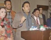 لاہور: تحریک انصاف کے ترجمان فواد چوہدری مقامی ہوٹل میں منعقدہ تقریب ..