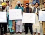 پشاور: پرفیشنل یوتھ اسمبلی کے پی فاٹا کے زیر اہتمام مظاہرین اپنے مطالبات ..