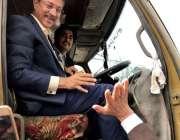 کراچی: میئر کراچی وسیم اختر ٹینکر چلاتے ہوئے ذوالفقار آباد آئل ٹینکرز ..