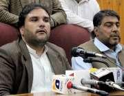 پشاور: پاکستان تحریک انصاف این اے4یوتھ کے صدر اسد اللہ خان پریس کانفرنس ..
