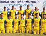 پشاور: خیبر پختونخوا یوتھ انڈر ائنٹین کرکٹ ٹورنامنٹ کے موقع پر کھلاڑیوں ..