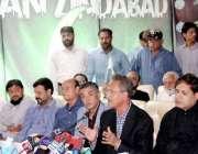 کراچی: میئر کراچی وسیم اختر یوم آزادی کے سلسلے میں منعقدہ پریس کانفرنس ..