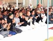 لاہور: سابق وزیراعظم نوازشریف جمعہ کی نماز ادا کرنے کیب عد ملکی ترقی ..