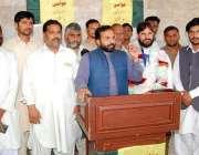 لاہور: عوامی رکشہ یونین کے مرکزی چیئرمین مجید غوری فیصل ٹاؤن میں پنجاب ..