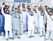 لاہور: لیسکو ستارہ کالونی سب ڈویژن کے اہلکار صارفین کی طرف سے تشدد کے ..