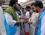 راولپنڈی: راجہ بازار میں تاجروں کی طرف سے روزے داروں کو افتاری کے مشروب ..