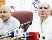 پشاور: اے این پی کے مرکزی جنرل سیکرٹری میاں افتخار حسین پریس کانفرنس ..