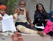 حیدر آباد: جامشورہ کا رہائشی خاندان با اثر افراد کے خلاف انصاف کے لیے ..