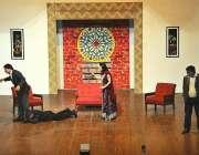 """ملتان: آرٹ کونسل کے زیر اہتمام """"کہاں تو کہاں ہم"""" ڈرامہ میں فنکار اپنے .."""