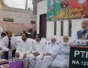 لاہور: تحریک انصاف کے مرکزی رہنما اعجاز احمد چوہدری اپنے اعزاز میں ..