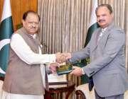 اسلام آباد: صدر مملکت ممنون حسین سے سیکرٹری جنرل سارک امجد حسین سیال ..