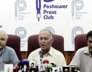 پشاور: مشال خان کے والد اقبا ل خان جے آئی ٹی رپورٹ کے حوالے سے پریس کانفرنس ..