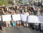 لاہور: پرائیویٹ سکول مالکان اپنے مطالبات کے حق میں احتجاج کررہے ہیں۔