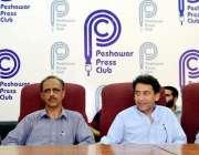 پشاور: پریس کلب کی ایجوکیشن کمیٹی کی طرف سے صحافیوں کے بچوں کے لیے تقسیم ..