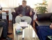 مظفر آباد: وزیر جنگلات سردار میر اکبر خان کو سیکرٹری جنگلات سید ظہور ..