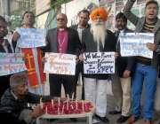 کراچی: کراچی پریس کلب کے سامنے آل پاکستان کرسچن لیگ کے ارکان سانحہ کوئٹہ ..