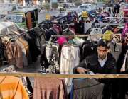 راولپنڈی: سیٹلائٹ ٹاؤن کمرشل مارکیٹ روڈ پر تجاوزات کے باعث ٹریفک جام ..
