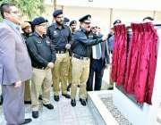 کراچی: آئی جی سندھ اے ڈی خواجہ ائیرپورٹ کے قریب مدد گار15کال سینٹر کا ..