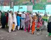 فیصل آباد: شہری سستا رمضان بازار سے مختلف اشیاء خریدنے میں مصروف ہیں۔