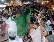 حیدر آباد: جشن آزادی کے موقع پر حیدر چوک میں طویل قومی پرچم لہرایا جا ..
