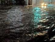 راولپنڈی: منگل کی صبح ہونیوالی شدید بارش کے دوران کمیٹی چوک انڈر پاس ..