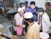لاہور: صوبائی وزیر خوراک بلال یاسین سحری کے وقت لاہور کے مختلف علاقوں ..