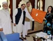 پشاور: وزیر اعظم کے معاون خصوصی برائے سیاحت عبدالمنیم خان نیپال کی ..