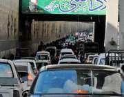 راولپنڈی: کمیٹی چوک انڈر پاس میں شدید ٹریفک جام کا منظر۔