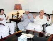 پشاور: سابق صدر آصف علی زرداری پیپلز پارٹی کے صوبائی رہنما افتخار جھگڑا ..