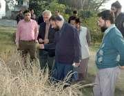 لاہور: کینیڈین سائنسدان پروفیسر ڈاکٹر منیرجی ابو حیدر پنجاب یونیورسٹی ..