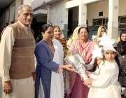 لاہور: گورنمنٹ فاطمہ گرلز سکول میں بیڈ منٹن ٹورنامنٹ کے موقع پر مہمان ..