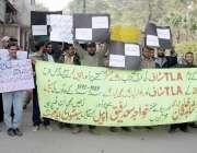 لاہور: چائنہ ریلوے پراجیکٹ کے برطرف ملازمین ریلوے ہیڈ کوارٹرز میں احتجاج ..