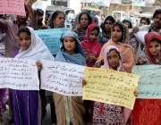 حیدر آباد: پرتھ ترقی تنظیم کی طرف سے گوٹھ الھر کیو سولنگی میں سہولتیں ..
