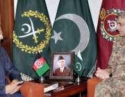 راولپنڈی: آرمی چیف جنرل قمر جاوید باجوہ سے افغانستان کے سفیر عمر ذاخیلوال ..