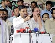 کراچی: کراچی پریس کلب کے سامنے پاک سر زمین پارٹی کے چیئرمین مصطفی کمال ..