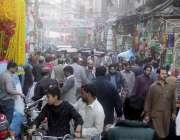 لاہور: عید ملادالنبی ﷺ کی آمد کے سلسلہ میں گنبد روڈ پر سجاوٹی سامان ..