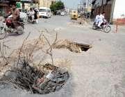 راولپنڈی: کمیٹی چوک کے قریب کھلے مین ہول کسی بھی حادثے کا سبب بن سکتے ..