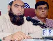 پشاور: معاون خصوصی برائے ہاؤسنگ ڈاکٹر امجد پریس کانفرنس سے خطاب کر ..