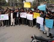 راولپنڈی: آن لائن موٹر سائیکل ٹیکسی سروس کے اہلکار اپنے مطالبات کی ..