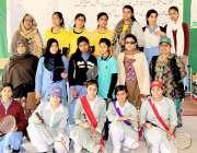لاہور: گورنمنٹ فاطمہ گرلز سکول میں بیڈ منٹن ٹورنامنٹ میں شریک کھلاڑیوں ..