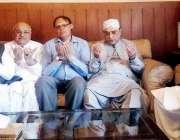 پشاور: سابق صدر آصف علی زرداری پشاور میں اے این پی کے مرحوم رہنما حاجی ..