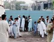 پشاور: عوام لوڈ شیڈنگ کے خلاف کوہاٹ روڈ پر گرڈ اسٹیشن کے سامنے احتجاج ..